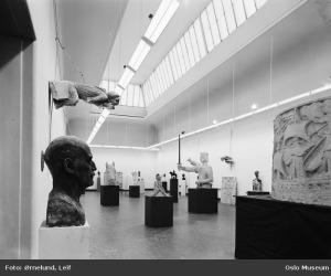 Utstilling i Kunstnernes hus, 1969. Fotograf: Leif Ørnelund / Oslo Museum